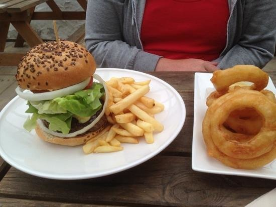 The Halsetown Inn: burger and rings to die for