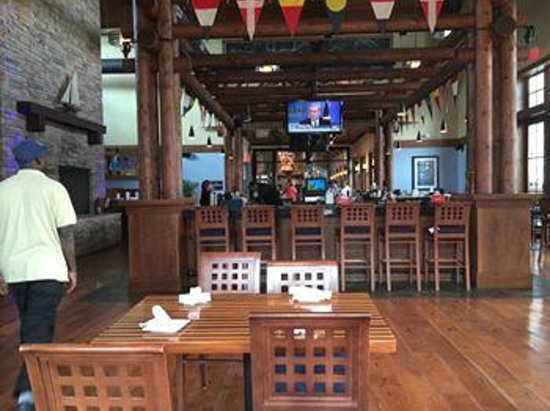 McLoone's Boathouse: the bar area