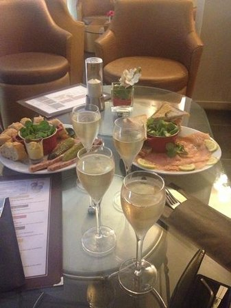 C.Comme: lovely food and the first 4 glasses of champers
