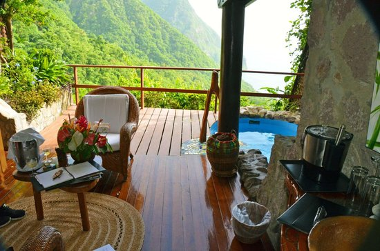Ladera Resort: room view living room