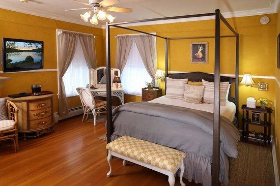 Lilac Inn: Champlain Room
