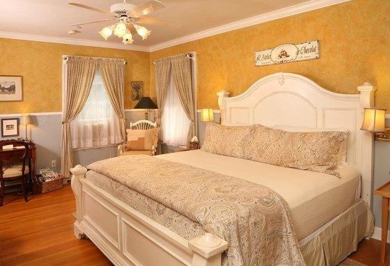 Lilac Inn: Lilac Room