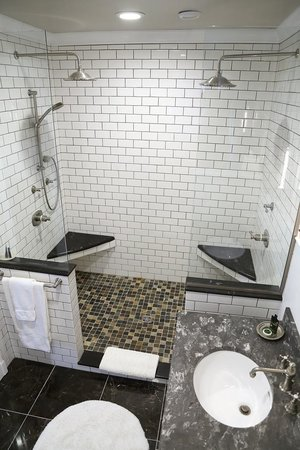 Lilac Inn: Grand Suite 2 Person Shower