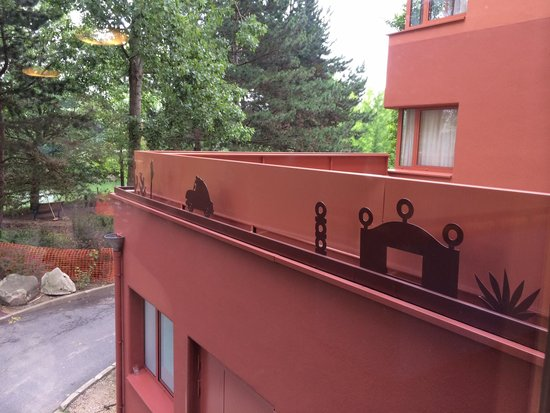 Disney's Hotel Santa Fe: Trim on hotel blocks