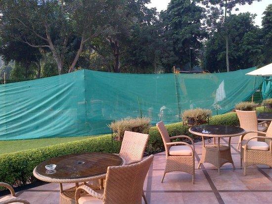 Shangri-La's Eros Hotel: work outside pool