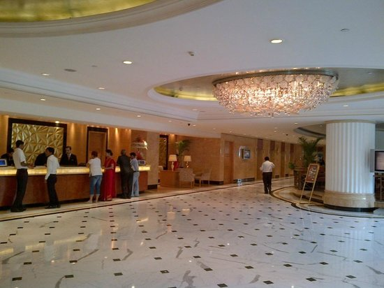 Shangri-La's Eros Hotel: lobby