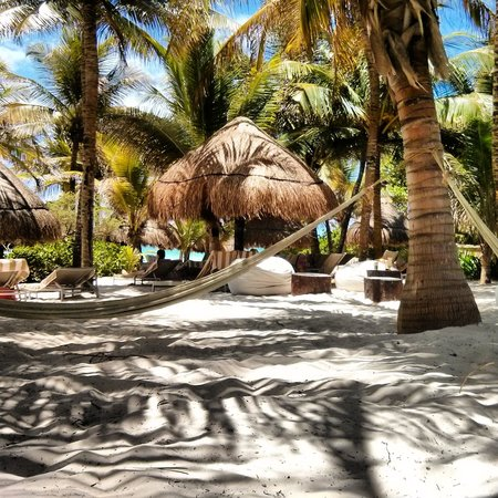 Catalonia Royal Tulum : hammocks on the beach
