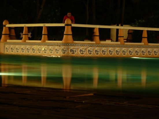 Taj Exotica Resort & Spa Goa: Main Pool by night