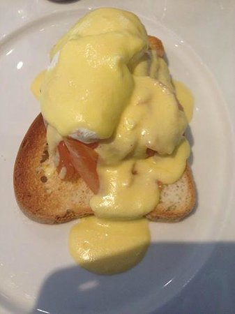 Radisson Blu Edwardian New Providence Wharf Hotel: special order of eggs benedict on gluten free toast