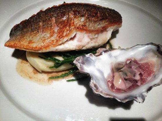 Radisson Blu Edwardian New Providence Wharf Hotel: Sea Bass cooked to perfection. The oyster vinagrette was a great touch