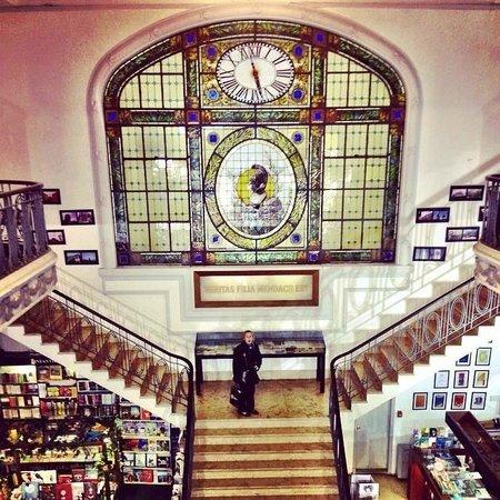PV Restaurante Lounge: Os vitrais dentro da livraria
