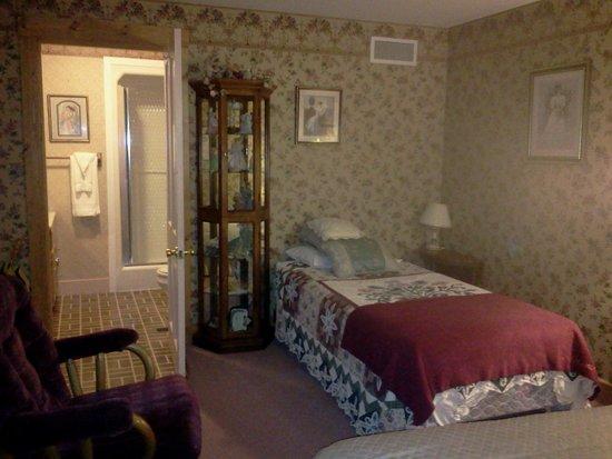The Metamora Inn B&B : Clara's