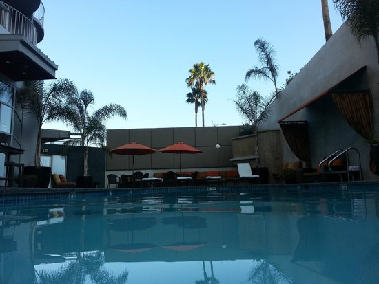 Hotel Angeleno cozy pool area