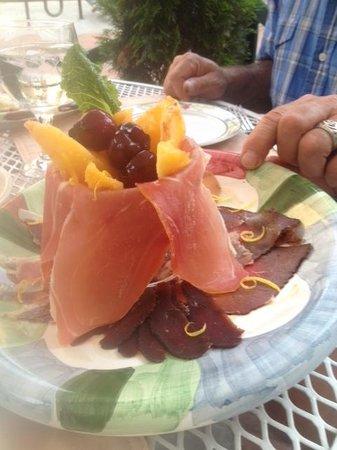 Violino Ristorante Italiano: cured beef with peaches