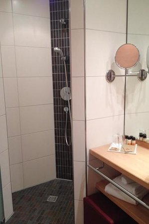 Hotel Sonne: shower / bathroom