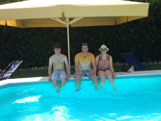 Kalypso Studios & Apartments: Cooling off by pool.