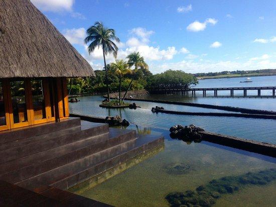 Four Seasons Resort Mauritius at Anahita: Lobby view to Restaurant