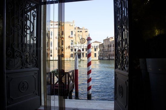 NH Collection Venezia Palazzo Barocci: front door view