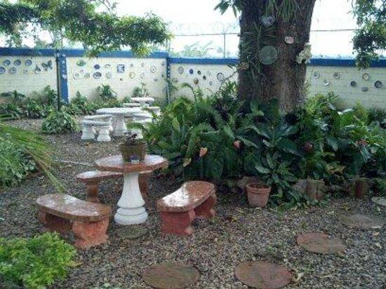 Jardin picture of sana el jardin secreto santiago de for Jardin secreto