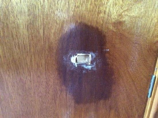 Trinity Hotel : hole in bathroom door