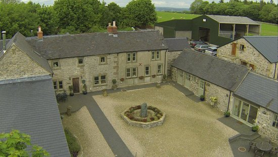 Uppermoor Farmhouse and Holiday Cottages: Aerial view of Uppermoor Farm