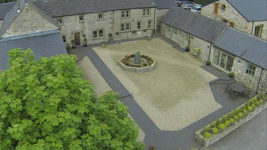 Uppermoor Farmhouse and Holiday Cottages: Aerial view of grounds