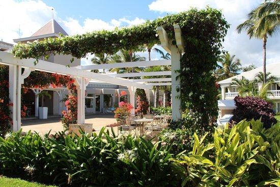 """Sugar Beach Mauritius: Bar area outside the """"Mon Plaisir"""""""