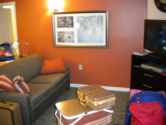 Staybridge Suites Lake Buena Vista: Living Room before Checkout