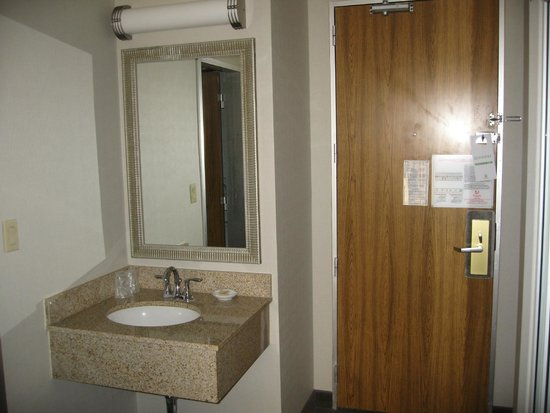 Holiday Inn Downtown Superdome : second sink