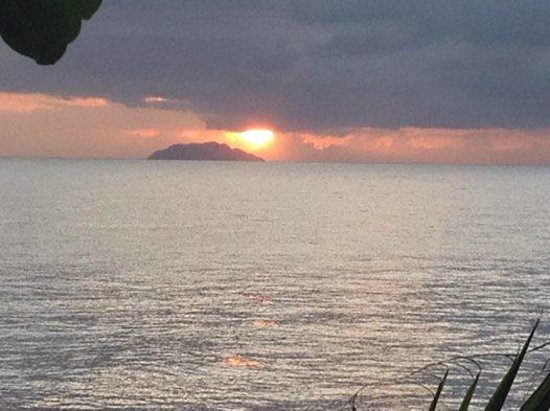 Coconut Palms Inn : Sunset from back deck!
