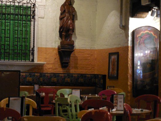 Su Casa Mexican Restaurant: Exposed brick wall and decorative ironwork.