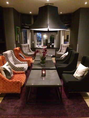 Saga Hotel Oslo: Veel aandacht aan interieur besteed, hier de lobby.