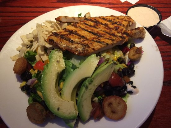 Red Robin Gourmet Burgers: Southwest Grilled Chicken Salad