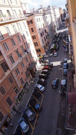 Starhotels Metropole: La via Amedeo vista dalla nostra camera