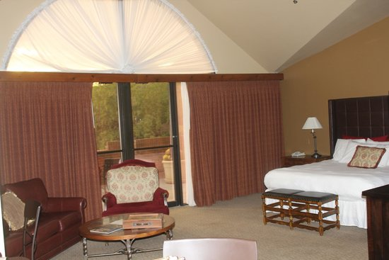 Lodge at Ventana Canyon: Living area