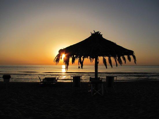 Villaggio Welcome Riviera d'Abruzzo - WelcomeVillaggi: spiaggia del villaggio welcome all'alba