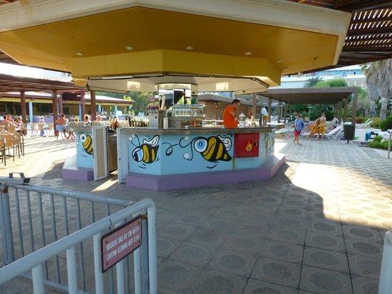 Esperides Beach Family Resort: Bar