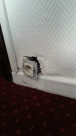 Hotel Windsor: prises électriques dangereuses