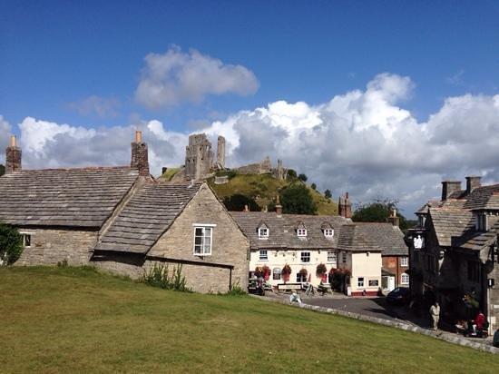 Corfe Castle: Greyhound pub