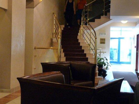 Best Western Plus Krakow Old Town: Stairway to Heaven. (well bedroom............)