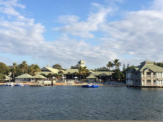 Novotel Twin Waters Resort : The lake