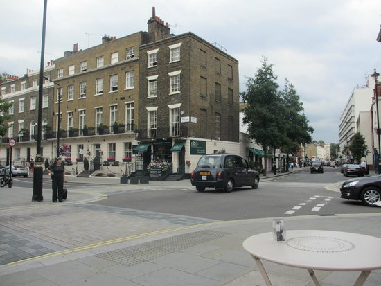 Lime Tree Hotel : View of Lime Tree from Across the Street