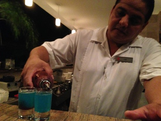 Excellence Playa Mujeres: Job pouring some shots at Cafe Cafe