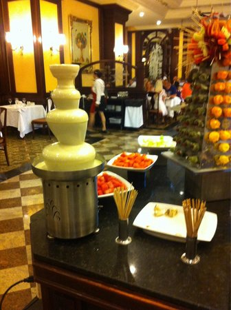 Hotel Riu Palace Aruba : Chocolade fontein wit