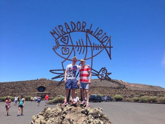 Mirador del Rio : Entrance and my boys