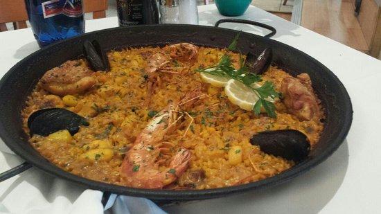 Restaurante Navarro: Paella mixta (marisco y pollo)