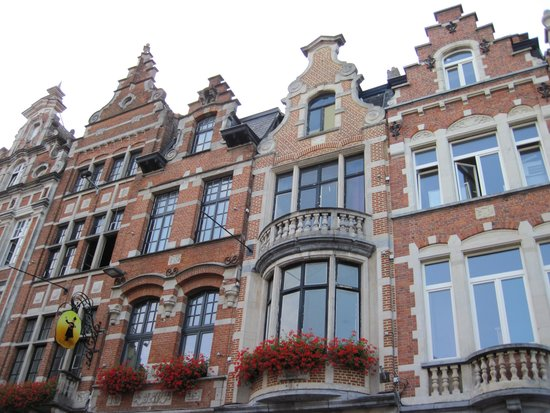 Old Market Square : Lovely Oude MArkt Facades.