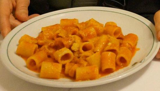 La Campana: Pasta con sugo all'amatriciana