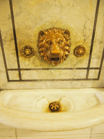 New York Public Library : All drinking fountains should look like this!