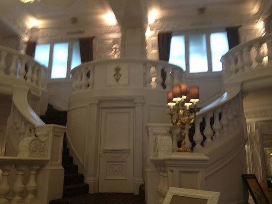 St. Ermin's Hotel, Autograph Collection: Grand Staircase Lobby